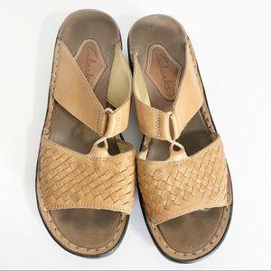🍁 Clarks slip on sandals